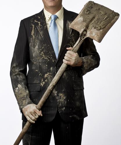 Comment enlever une tache de boue sur son costume ?