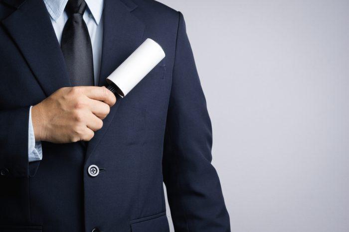 entretenir son costume : brosser votre veste régulièrement